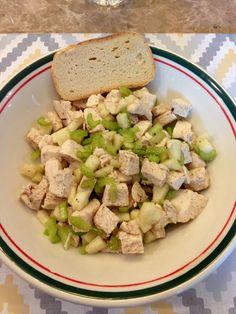 Crunchy chicken salad 2 oz chopped celery ( 3-4 stalks) 5 oz chopped apple (1 apple peeled) 12 oz cooked chicken Dash of nutmeg Dash cardamom Dash salt Stevia Lemon juice to taste ( 1-3 tbsp)