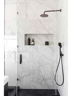 This Affordable Modern Home Design Is a Black and White Dream An Affordable Black and White and Modern Home Decor Renovation: Marble Shower - Marble Bathroom Dreams Interior Design Minimalist, Modern House Design, Home Design, Design Ideas, Modern Home Interior Design, Design Design, Modern Decor, Layout Design, Bad Inspiration