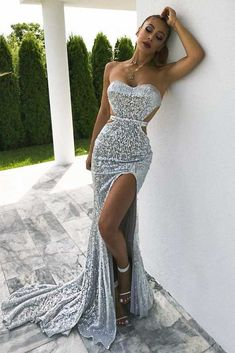 Maxi Silver Dress With Train ★ Dreaming of a perfect silver dress for your prom but Glam Dresses, Elegant Dresses, Beautiful Dresses, Dress Outfits, Maxi Dresses, Beautiful Life, Formal Gowns, Strapless Dress Formal, Formal Outfits