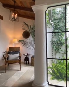 A quiet moment in a courtyard corner. Montecito home. photo: Carolyn Espley-Miller