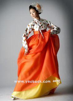 a65ab1ab7 Korean traditional dress Traditional Fashion, Traditional Outfits, Korean  Traditional Dress, Korean Dress,