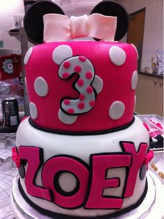 Minnie Mouse inspired birthday cake | Posted by twitter.com/… | Flickr