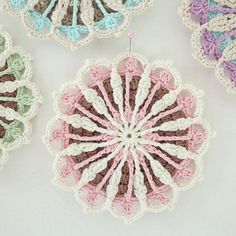 Close-up! Best wishes. x #crochet #haken #ganchillo #byhaafner #mandalastocrochet #hookedonmandalas #crochetmandala #vintagevibes