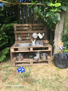 Lovely Diy Playground Design Ideas To Make Your Kids Happy 37 Outdoor Play Kitchen, Diy Mud Kitchen, Mud Kitchen For Kids, Kids Outdoor Play, Backyard For Kids, Pallet Mud Kitchen Ideas, Kitchen Decor, Kitchen Mats, Backyard Games