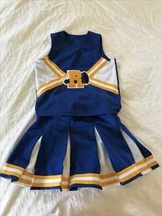 Riverdale River Vixens Halloween costume -ribbon trim -embroidered R -felt (white, blue) -turtleneck Vixen Halloween Costume, Halloween Outfits, Cheer Outfits, Cheerleading Outfits, Riverdale Halloween Costumes, Riverdale Merch, Riverdale Fashion, Halloween Disfraces, Ideias Fashion