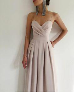 Pretty Prom Dresses, Grad Dresses, Cute Dresses, Classy Dress, Classy Outfits, Beautiful Outfits, Elegant Dresses Classy, Elegant Outfit, Pretty Outfits