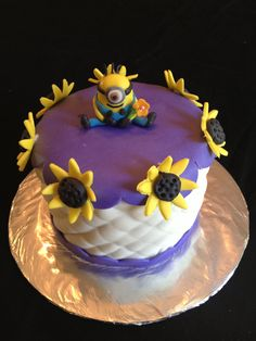 Mini minion cake