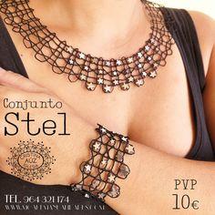 collar y pulsera encaje de bolillos kit disponible en www.moaremanualidades.com Lace Necklace, Tear, Bobbin Lace, Fiber Art, Create, Clothes, Jewelry, Strands, Lace Jewelry
