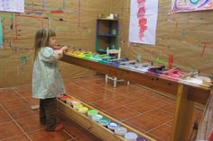 A transportable rack of paints that usually stats against a wall but can be moved. Play Based Learning, Learning Spaces, Learning Environments, Early Learning, Kids Art Space, Art For Kids, Arno, Sensory Activities, Toddler Activities