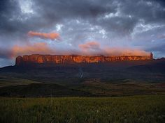 Mount Roraima, Table Top Mountain Venezuela - climbed by my then 16 yr old daughter Monte Roraima, Beautiful Sky, Beautiful Places, Amazing Places, Places Around The World, Around The Worlds, Mountain Formation, Places To Travel, Places To Visit