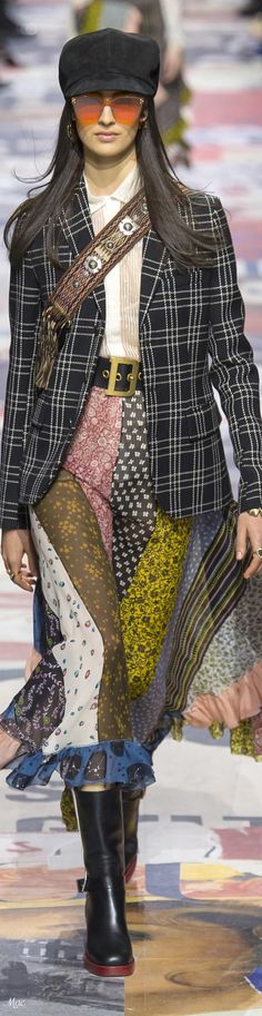 Fall 2018 RTW Christian Dior Dior Fashion, Fashion 2018, Runway Fashion, Fashion Show, Fashion Looks, Womens Fashion, Women's Dresses, Cristian Dior, Dior Designer