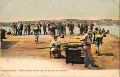 Üsküdar iskelesinde hamallar 1880