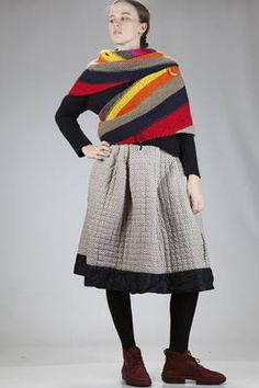Daniela Gregis | triangular scarf in hand-knitted cloth with multicolor horizontal lines | #danielagregis Crochet Shawls And Wraps, Knitted Shawls, Spring Outfits Women, Crochet Fashion, Fashion Face, Pull, Hand Knitting, Knitwear, Knit Crochet