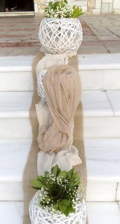 στολισμός εκκλησίας με μπέζ εκρού γάζα και λευκά κασπώ. Easy Wedding by Fey's Style Church Wedding Decorations, Best Friend Wedding, Event Themes, Wedding Preparation, Vintage Country, Simple Weddings, Paper Flowers, Ladder Decor, Floral