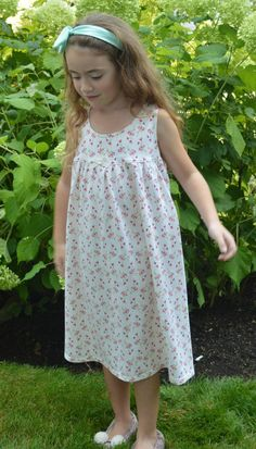 Ladies Famous Make Sleeveless Green /& Lilac Floral Nightdress Size 8//10.
