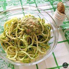 Esparguete de Courgette com Molho Pesto | Zucchini Spaghetti with Pesto Sauce - Vegan - | Visit site for recipe
