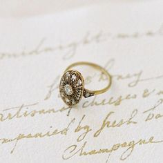 In LOVE with this amazing photo of our vintage-inspired, gold Peachtree ring from Jen Huang Photo ! Wedding Rings Solitaire, Princess Cut Engagement Rings, Wedding Rings Vintage, Solitaire Engagement, Vintage Rings, Wedding Jewelry, Vintage Jewelry, Bridal Rings, Unique Vintage Engagement Rings