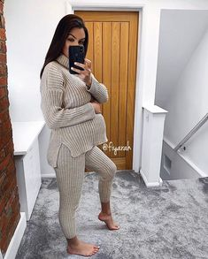 Casual Maternity Outfits, Maternity Fashion Dresses, Stylish Maternity, Maternity Wear, Winter Pregnancy Outfits, Estilo Baby Bump, Pregnacy Fashion, Pretty Pregnant, Pregnancy Looks