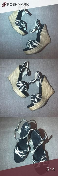 Chinese Laundry Black & Cream Print Strap Wedge ▪️Pre owned in good condition (as the pics show) Some signs of wear, but no major flaws.  ▪️Open to reasonable offers :) Chinese Laundry Shoes Wedges