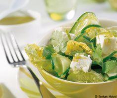 Gurkensalat mit Feta, Limetten und Koriander