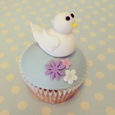 Tuesday Tutorial - Dove Cupcake for the International Day of Peace