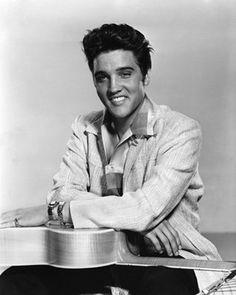 Pictures & Photos of Elvis Presley - IMDb
