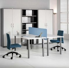 navi-blue-tow-sided-desk-design-with-white-countertop-and-light-blue-partition-with-truwuoise-swivel-chairs-aside-file-storage-upon-white-floor-750x741.jpg (750×741)