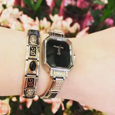 Get tips for how to reinvent your look! Thanks to for the suggestions Nomination Bracelet, Something Interesting, Wrist Watches, Bellisima, Charms, Jewelry Accessories, Christmas Gifts, Nice, Outfit