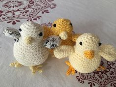 This pattern is for a cute spring chick. You can make the chick using 2 or 3 colors of any yarn. Make sure your hook is smaller than your yarn recommendation for making amigurumi. The photos show chicks made with sport weight 5 ply cotton and a 2 mm hook. They are 7 cm high. You can make yours smaller or bigger depending on your choice of yarn and hook.