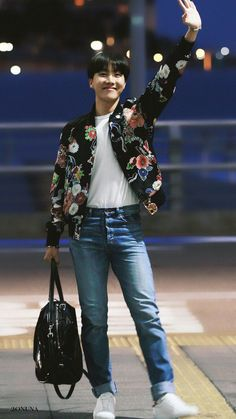 J-Hope ❤ BTS Heading To Las Vegas For The BBMAs! (170519) #BTS #방탄소년단