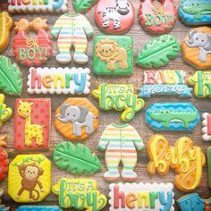 . . . . . . .#decoratedcookies #customcookies #royalicing #cookies #cookiesofinstagram #eeeeeats #food52 #f52grams #imsomartha…