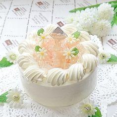 🎀 2017.7.7 ◽桃のショートケーキ🍑◽ * こんばんは😊 今日は、七夕ですね🎋母と妹の誕生日でもあるんです🎉 桃のコンポートを作って、トップと生地の中にも入れました🎂 この暑さで生クリームも扱いにくくて大変だったけど、喜んでくれて良かった⤴ コメントお気遣いなく😌いつもありがとうございます❤ #桃#桃のショートケーキ#ピーチ#大人だって可愛いが好き#KURASHIRU#コッタ#クッキングラム#cotta#cookingram#snapdish #wp_deli_japan#igersjp#デリスタグラマー#lin_stagrammer#手作りスイーツ#手作りお菓子#手作り夏お菓子#instacake#夏スイーツ#ショートケーキ#デコレーションケーキ#お家カフェ#桃のコンポート#七夕誕生日#七夕#コンポート#キラキラゼリー#桃スイーツ