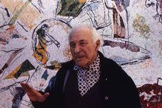 Em um dia como hoje, nascia o pintor russo Marc Chagall em 7 de julho de 1887.   Marc Chagall (7 de Julho 1887-28 Março de 1985), foi um artista bielo-russo-francês associado com vários grandes estilos artísticos e um dos artistas mais bem sucedidos do século 20.   Ele foi desde cedo um modernista, e criou obras em praticamente todos os meios artísticos, incluindo pintura, ilustrações de livros, vitrais, cenários, cerâmicas, tapeçarias e impressões de arte.   Nesta imagem: pintor francês de…