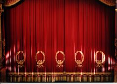 The stage curtain of the Nationaltheater. Photo: Wilfried Hösl