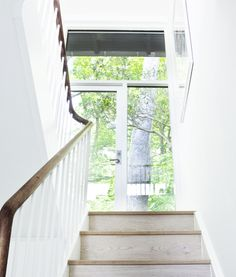 Bent wood stair rail like they built in the old days, but different. #stair #handrail