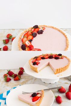 STRAWBERRY PANNA COTTA TART – Give the Italian classic pannacotta or Panna Cotta a strawberry make-over with this Strawberry Panna Cotta tart. Velvety smooth, thick and creamy in a buttery shortbread Desserts Menu, Mini Desserts, Summer Desserts, Healthy Desserts, Delicious Desserts, Dessert Recipes, Plated Desserts, Strawberry Panna Cotta, Strawberry Tart