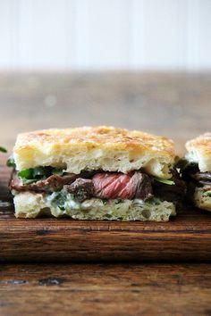In these skirt steak sandwiches, skirt steak is layered with arugula between slices of focaccia smeared with herbed mayonnaise. recipes stove ovens Weeknight Skirt Steak Sandwiches with Herbed Mayonnaise and Arugula - Alexandra's Kitchen Steak Sandwich Recipes, Skirt Steak Recipes, Thin Steak Recipes, Antipasto, Wrap Sandwiches, Steak Sandwiches, A Food, Food And Drink, Tomato Cream Sauces