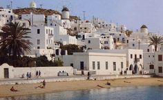 Mykonos heeft alles wat je van een Grieks eiland verwacht: stranden, witte huisjes, heuvels en zelfs palmbomen. (1991)