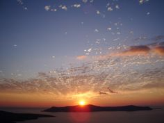 Amazing picture of at Island with the sun setting right over the volcano! Santorini Sunset, Santorini Island, Social Media Art, Volcano, Cool Pictures, Around The Worlds, This Or That Questions, Vacation, Amazing