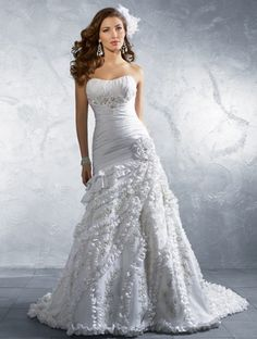 I try not to repin too much wedding stuff... but this dress is just so gorgeous!
