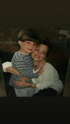 Louis Tomlinson and his mum.💔❤️ we miss hr Louis Tomlinson Baby, Tomlinson Family, One Direction Louis, One Direction Pictures, Louis Tomlinsom, Louis And Harry, Zayn Malik, Niall Horan, 1d Day