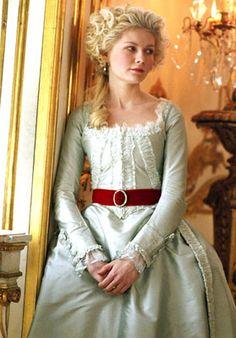 Marie Antoinette inspired hairstyle.  Google Image Result for http://1.bp.blogspot.com/_Cs_Cr6e5vWw/SoJBKIvYnAI/AAAAAAAACVQ/linfnjpwtMY/s1600/marieantoinette18.jpg