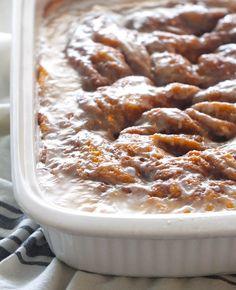 Cinnabon Cinnamon Roll Cake, Cinnabon Cake, Cinnamon Rolls, Cinnamon Recipes, Cake Mix Recipes, Dessert Recipes, Bakers Gonna Bake, Coffee Cake, Just Desserts