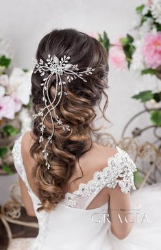 DIANTHE Crystal Wedding Hair Vine With Leaf Bridal Hair Comb by TopGracia frisuren haare hair hair long hair short Bridal Braids, Wedding Braids, Short Wedding Hair, Wedding Hairstyles For Long Hair, Headpiece Wedding, Loose Hairstyles, Bride Hairstyles, Vintage Hairstyles, Glamorous Hairstyles