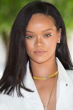 Inspiration Coiffure  : Le cat eye blanc de Rihanna au défilé Louis Vuitton Homme printemps-été 2019...   https://flashmode.be/inspiration-coiffure-le-cat-eye-blanc-de-rihanna-au-defile-louis-vuitton-homme-printemps-ete-2019/  #Coiffures