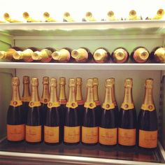 Happy New Year! My favorite champagne. Champagne Images, Champagne Party, Champagne Quotes, Cheers, Veuve Cliquot, Cocktails, Nouvel An, Sparkling Wine, Champagne
