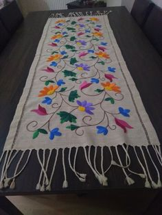 Mexican Embroidery, Flower Embroidery Designs, Hand Embroidery Designs, Macrame Art, Baby Sewing, Table Runners, Machine Embroidery, Sewing Patterns, Cross Stitch