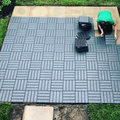 Ikea Outdoor Flooring, Ikea Patio, Patio Flooring, Diy Patio, Ikea Deck Tiles, Patio Tiles, Outdoor Tiles, Landscaping Around Deck, Landscaping Ideas