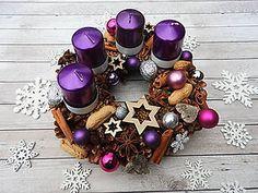 Dekorácie - Adventný venček fialová kráska - 7393136_