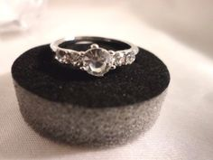 new-womens-5-stone-cubic-zirconia-engagement-ring-silver-plated-sizes-8-5-amp-9